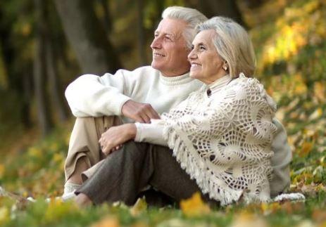осень пожилые люди
